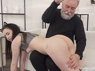 Old mendicant gets lucky together with sticks his prick in wet cunt of Caroline Mann