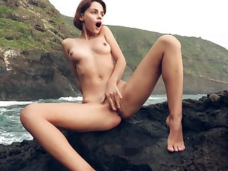 Solo cutie Ariela takes gone her clothes in outdoors less tease