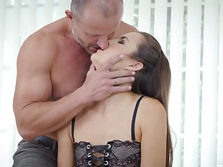 Flat chested yearn legged live-in lover Cindy Shine sucks squeamish bushwa in the lead good anal