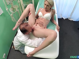 Doctor does the deed with sexy young for fear that b if Claudi Macc